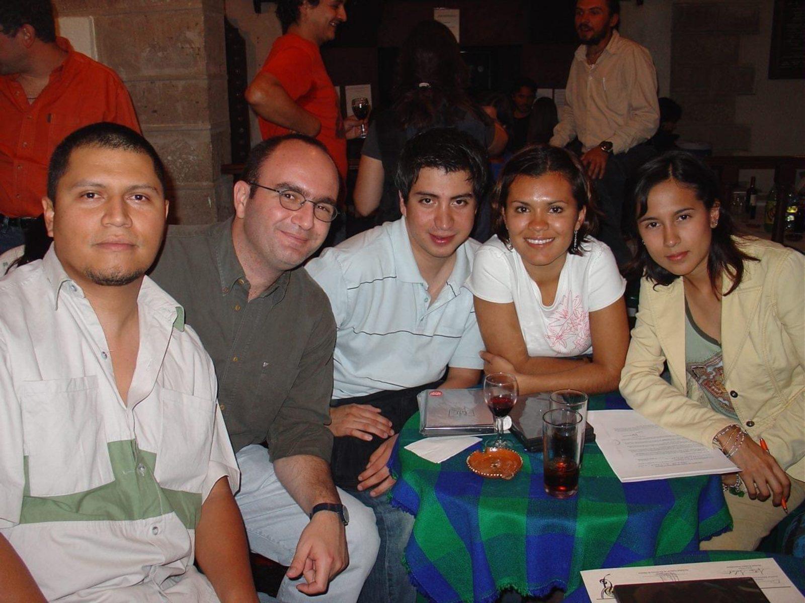 Érase una vez, unos chicos queriendo producir películas. 1er Morelia Lab, 2005 PRODUCTORES MORELIA LAB