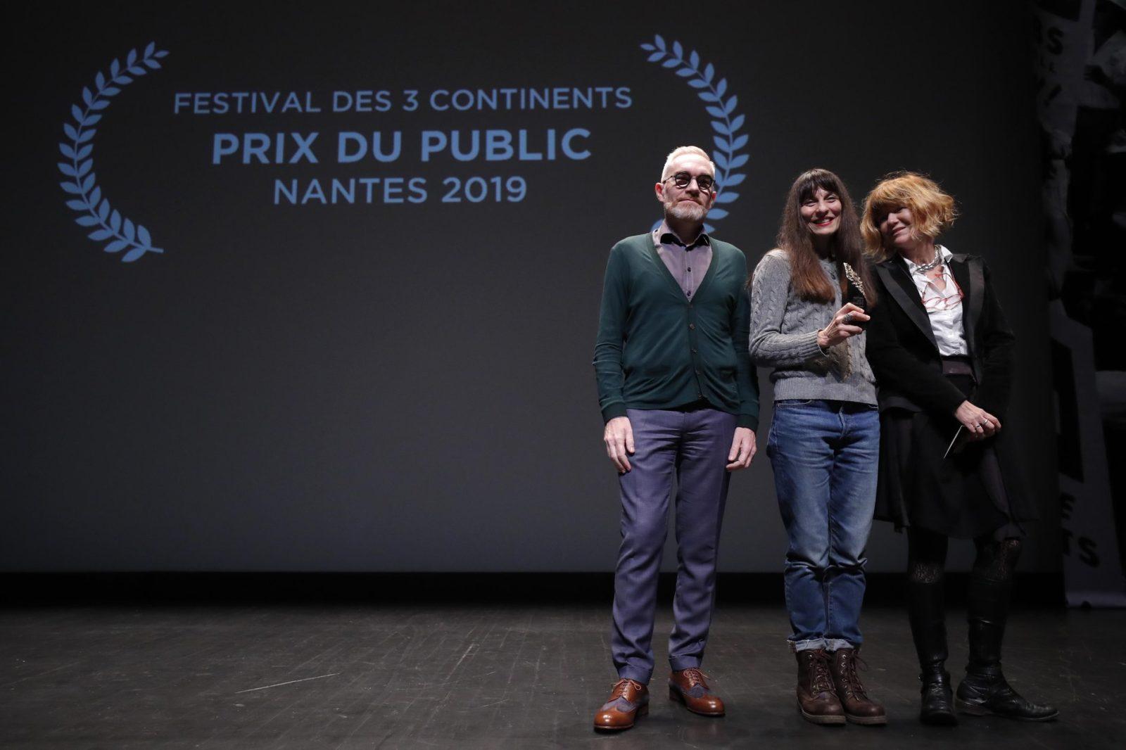 Pascale Ramonda, distributrice internationale du film 143 rue du désert, Prix de Public Wik FIP, avec Patrick Thibault de Wik et Yolande Brun de FIP ©S Mahé