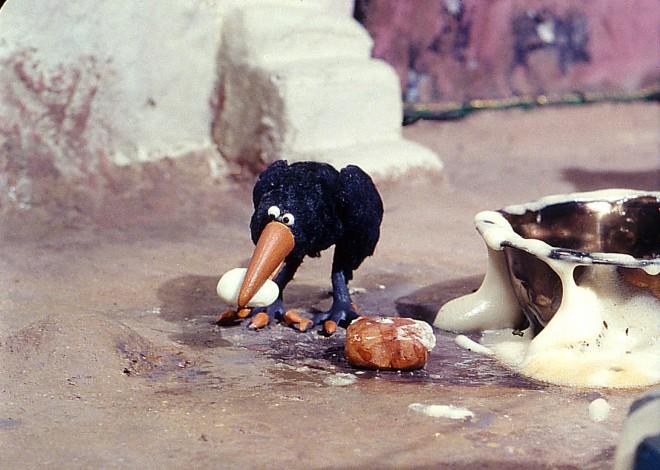 Le corbeau et un drôle de moineau